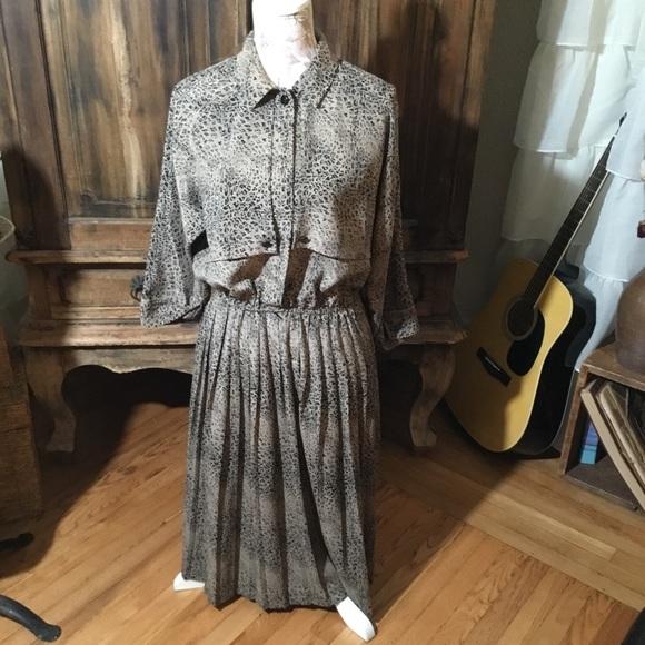 Dresses & Skirts - Vintage Print Dress